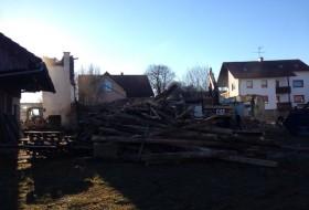 BV Abbruch Altes Wohnhaus in Pöbenhausen - Sortierung der Holzbalken