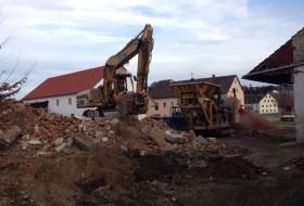 BV Abbruch Altes Wohnhaus in Pöbenhausen - Bestücken der Brechanlage